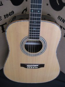 #00047 - 900 Acoustic Discount Guitar